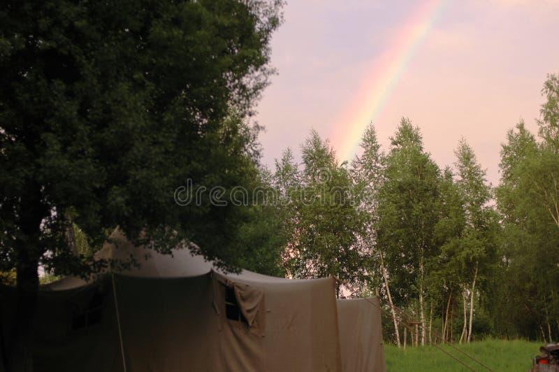 帐篷和彩虹 库存图片