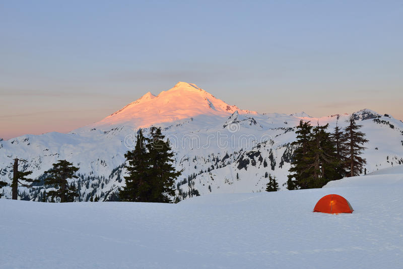帐篷和Mt贝克日出的,野营在Huntoon点 免版税库存照片
