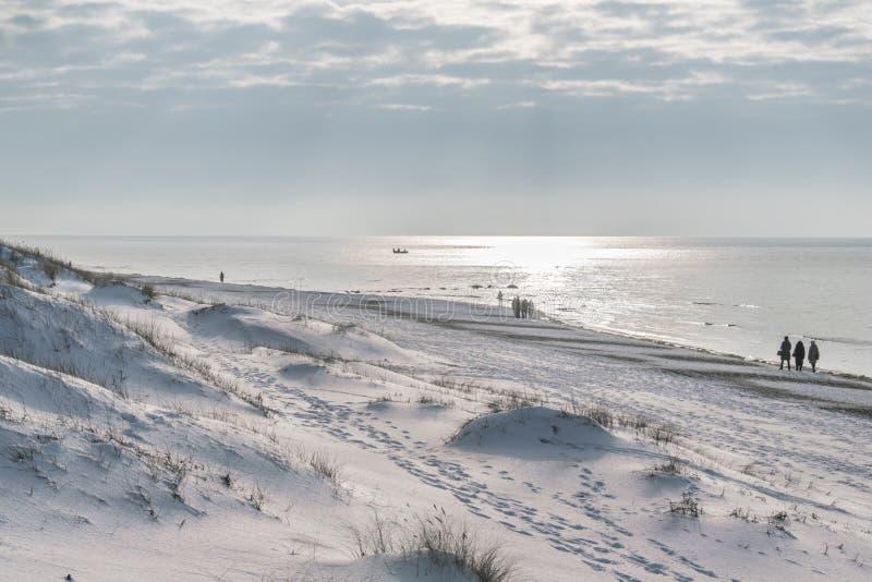 帕兰加海滩在冬天 免版税库存照片