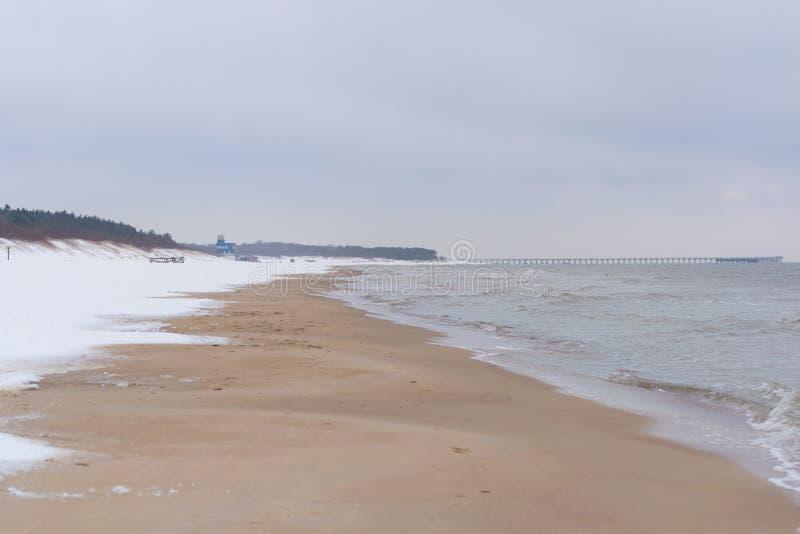 帕兰加海滩在冬天 库存图片