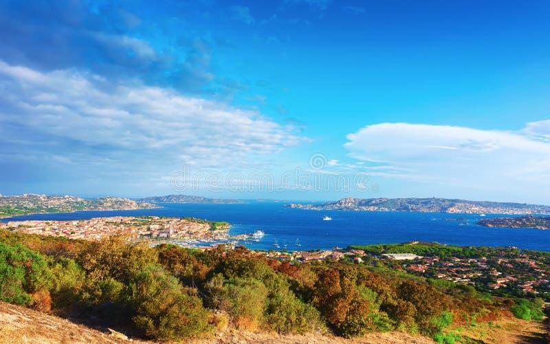帕劳风景与马达莱纳半岛海岛撒丁岛的 免版税库存图片