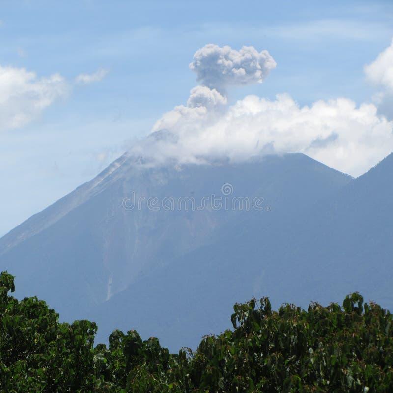 帕卡亚火山爆发安地瓜 库存图片