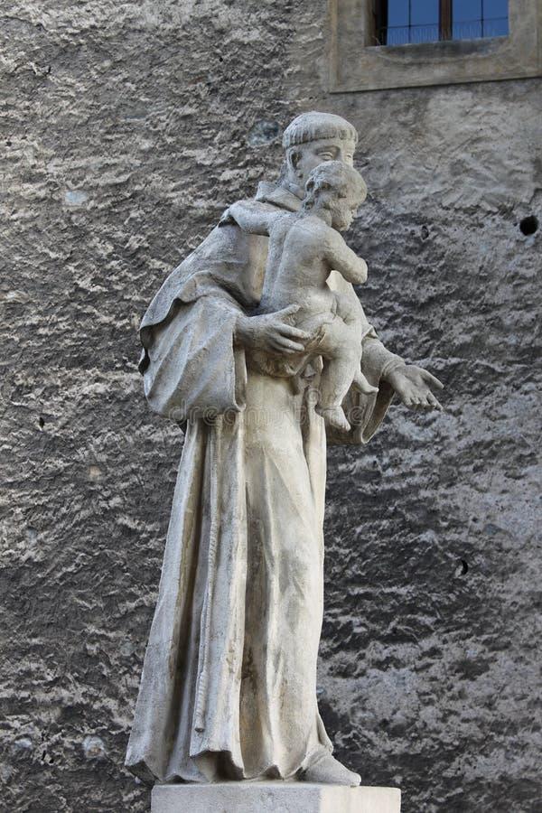帕多瓦圣安东尼雕象有小的耶稣 免版税库存照片