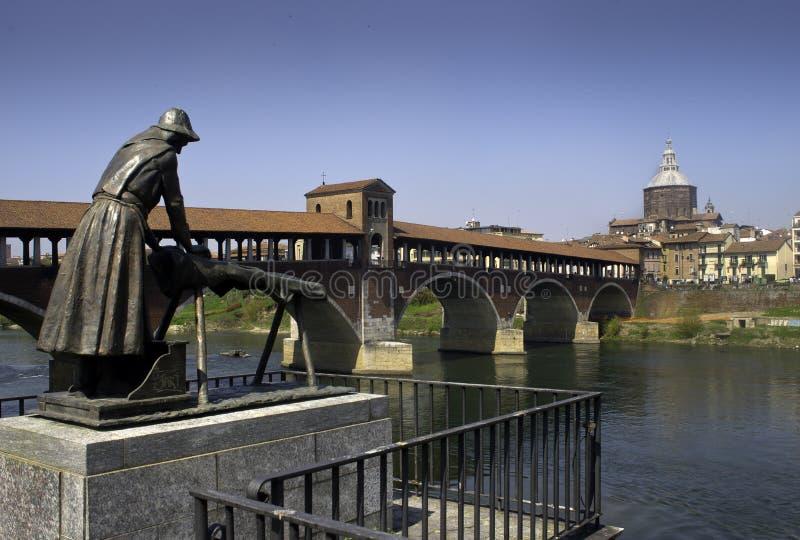 帕尔瓦-在提契诺州河的被遮盖的桥 库存图片