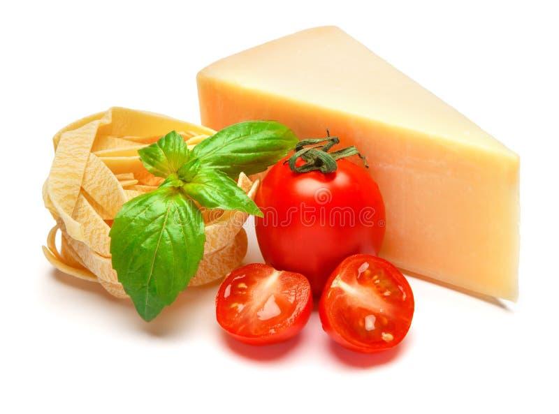 帕尔马干酪和蕃茄片断在白色背景 库存照片