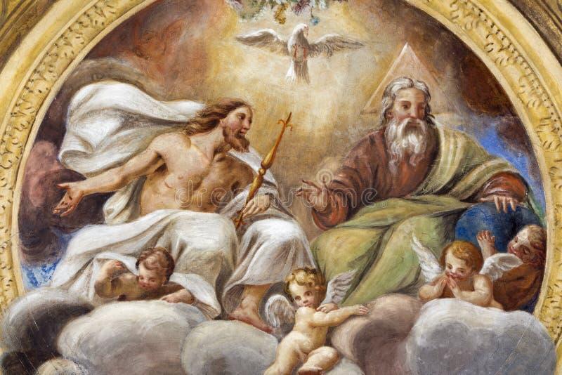 帕尔马,意大利- 2018年4月16日:三位一体的天花板freso在教会基耶萨二三塔Croce的 库存照片