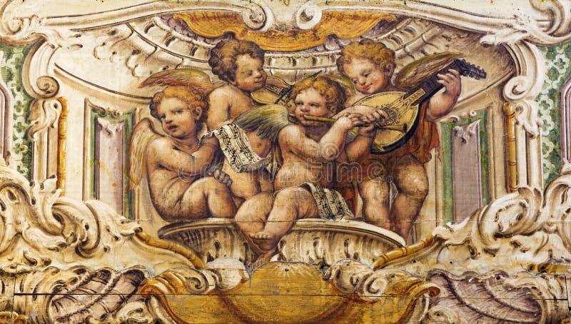 帕尔马,意大利- 2018年4月15日:天使唱诗班的壁画与乐器的在教会基耶萨di圣诞老人克里斯蒂娜里 免版税库存图片