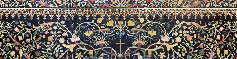 帕尔马-石花卉马赛克有十字架的彼得拉Dura在旁边法坛在教会基耶萨di圣诞老人克里斯蒂娜里 免版税图库摄影