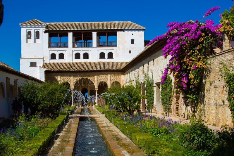 帕拉西奥de赫内拉利费宫,阿尔罕布拉宫,格拉纳达,西班牙 免版税库存图片