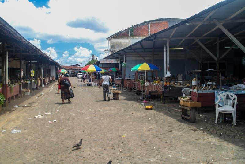 帕拉马里博,苏里南- 2015年8月6日:主要市场在帕拉马里博,苏里南的首都 库存照片