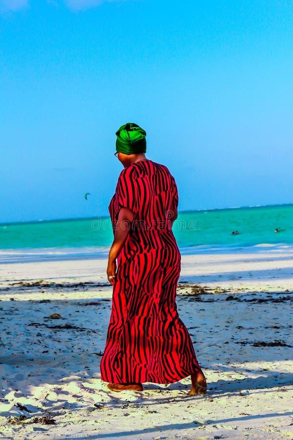 帕杰海滩 桑给巴尔非洲妈妈 免版税图库摄影