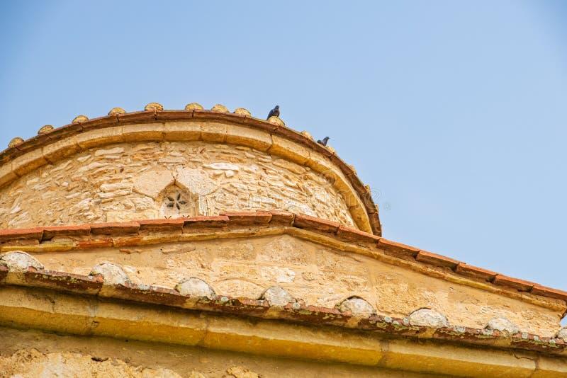 帕纳伊亚Kanakaria拜占庭式的教会圆顶在Lythrangomi,塞浦路斯 免版税库存图片