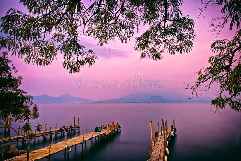 帕纳哈切尔码头日落,湖Atitlan,危地马拉,中美洲 免版税库存照片