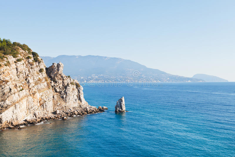 帕鲁斯(风帆)岩石, Ayu dag海岸,克里米亚看法  免版税库存图片