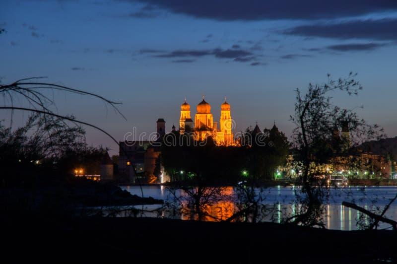 从帕绍的全景在晚上 免版税图库摄影
