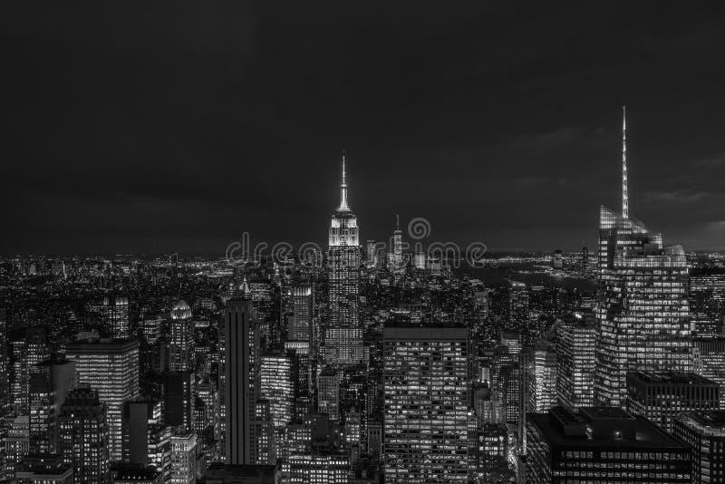 帝国大厦和曼哈顿中城地平线在晚上,在纽约 免版税库存照片