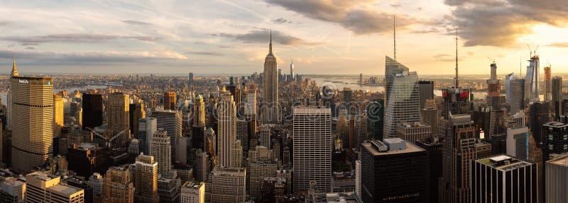 帝国大厦和纽约地平线全景  库存照片