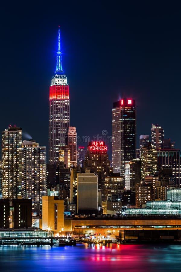 帝国大厦在夜之前。 库存图片