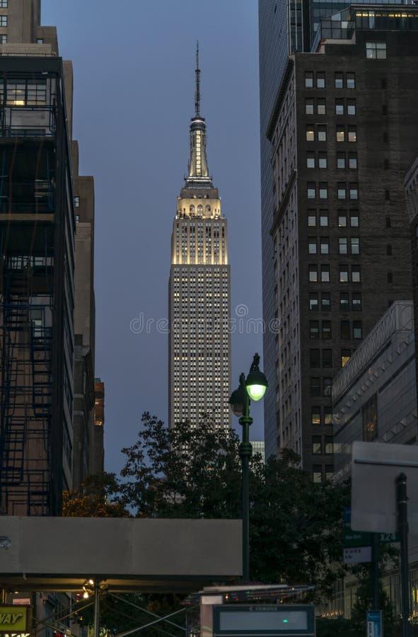 帝国大厦在晚上在曼哈顿,纽约 免版税库存照片