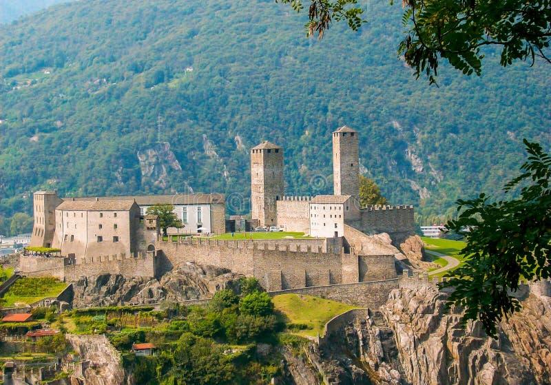 帝堡城二卡斯泰尔格兰德在贝林佐纳,瑞士,壮观的近景 库存照片