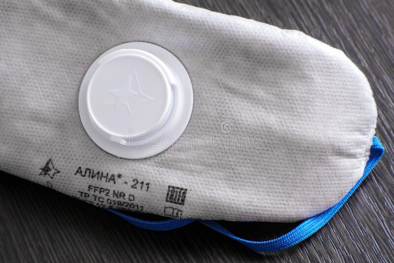 带呼气阀的呼吸器,Alina 211 保护类:FFP2 NR D 旨在保护公众免受微型感染 免版税库存照片