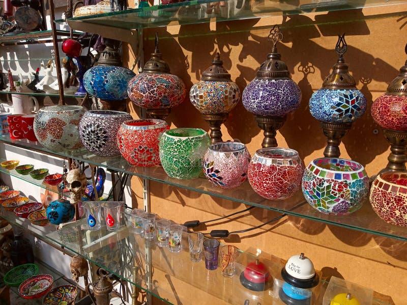 带土耳其纪念品的商店 免版税库存图片