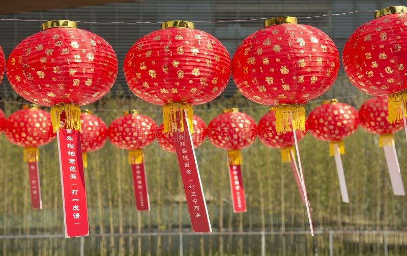 带来新的和平祷告被打印的红色对是年的中国好灯笼信函运气 免版税库存图片