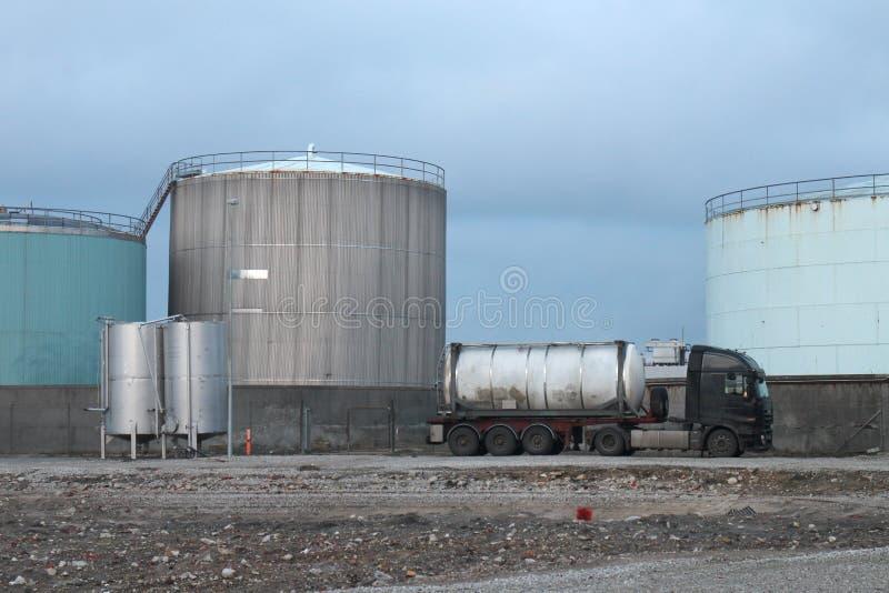 带油罐的工业场地 免版税库存照片