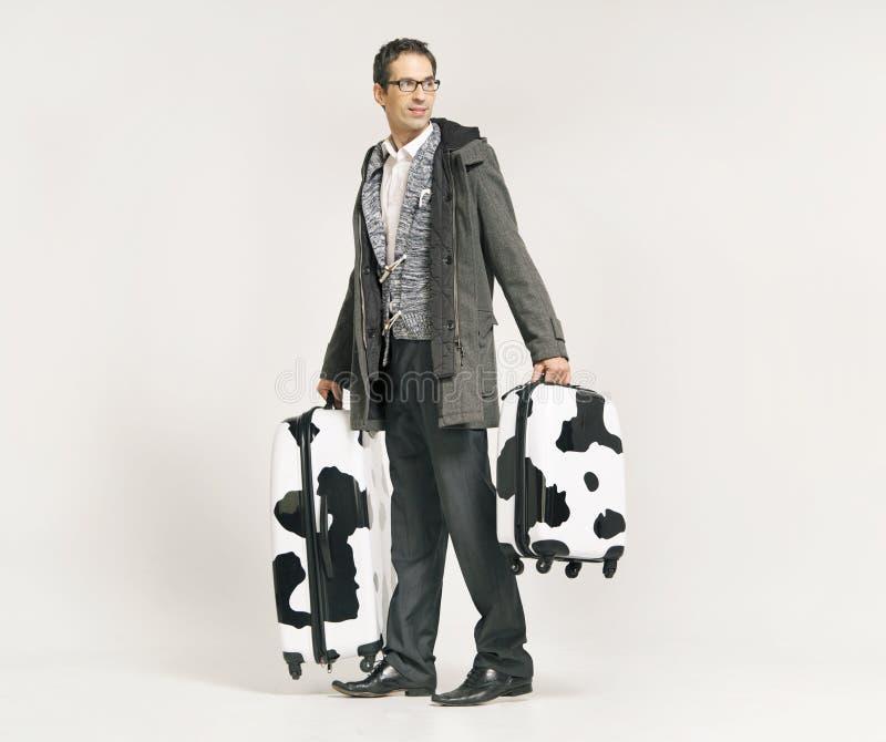 带着手提箱的典雅的高人 免版税库存照片