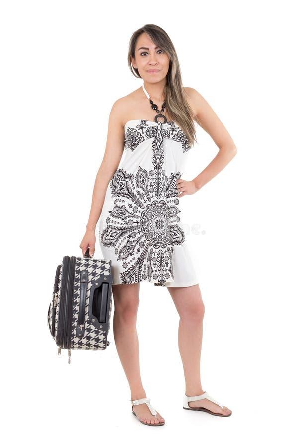 带着手提箱的美丽的年轻旅行的妇女 免版税库存照片