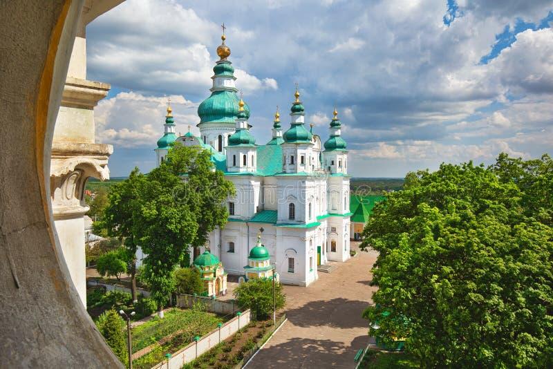 带绿色圆顶的美丽正统教堂 切尔尼希夫建筑 图库摄影