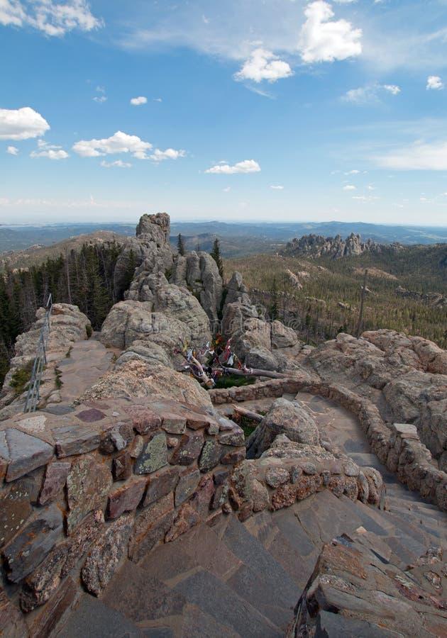 带领下来从Harney峰顶火监视塔的石楼梯在Custer国家公园 免版税库存图片