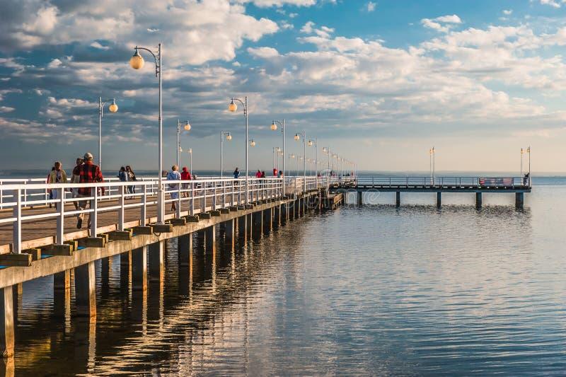 带领往天际的码头 免版税库存照片