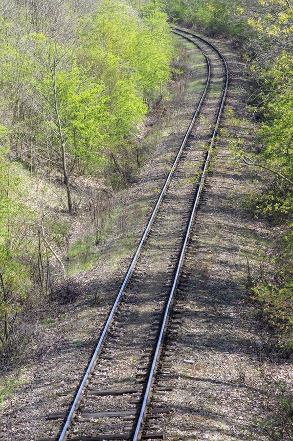 带领通过乡下向左转的边,好日子,没人,被放弃的偏僻的地方的轨道 图库摄影