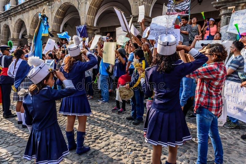 带&抗议者,美国独立日,危地马拉 免版税图库摄影