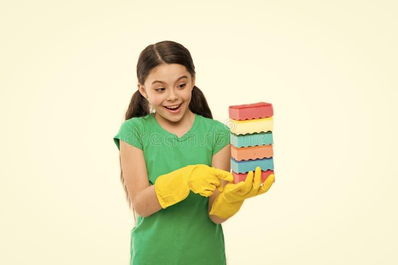 帮助干净  清洗的辅助部件 家务责任 洗碗 清洗与海绵 清洁物品 ?? 库存图片