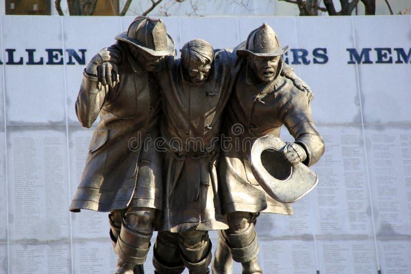帮助的下落的消防队员纪念品在9-11恐怖袭击,阿尔巴尼,纽约期间, 2013年 库存图片