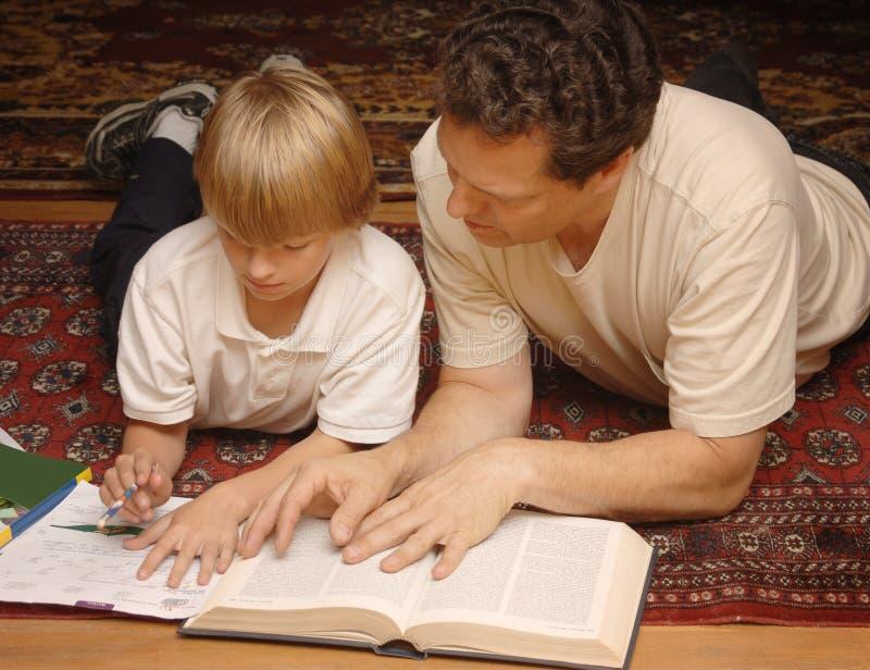 帮助的家庭作业 免版税库存照片