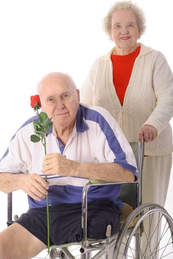 帮助高级妇女的年长障碍 免版税库存照片