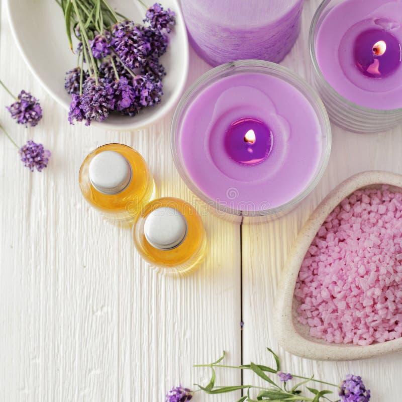 常春藤淡紫色肥皂温泉毛巾 免版税库存照片