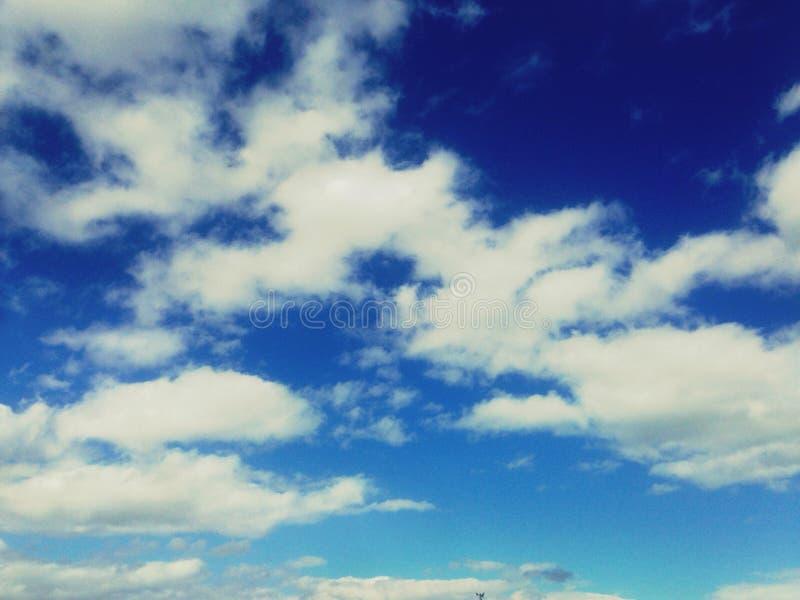 经常看天空 免版税图库摄影
