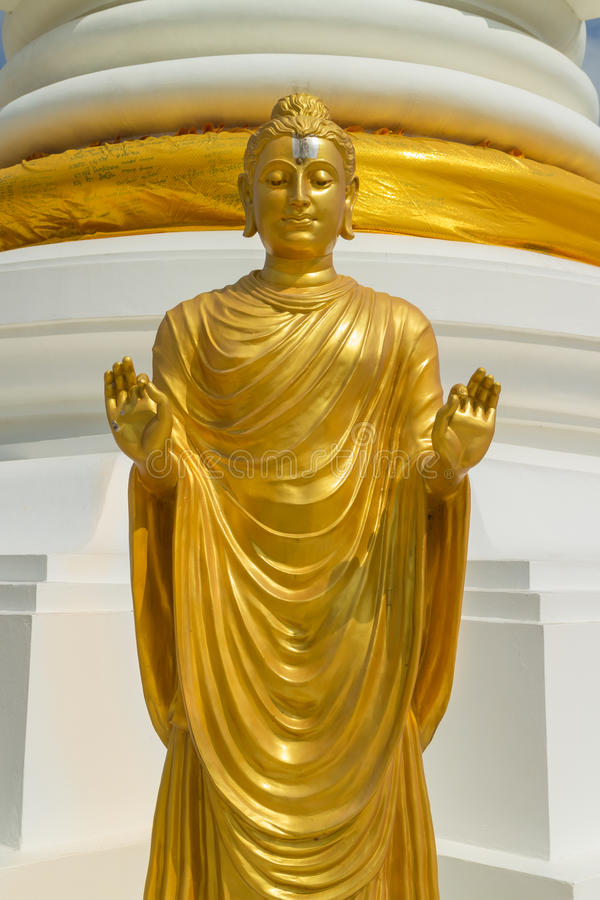 常设金菩萨雕象和显示两手 库存图片