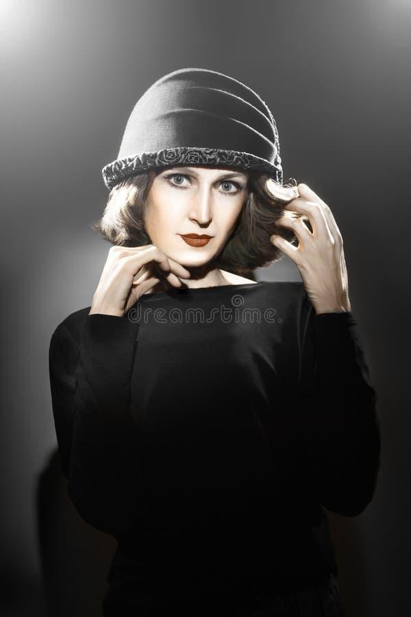 帽子时尚画象的端庄的妇女 库存照片