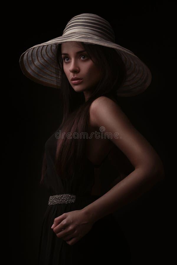帽子的壮观的葡萄酒样式妇女 库存照片