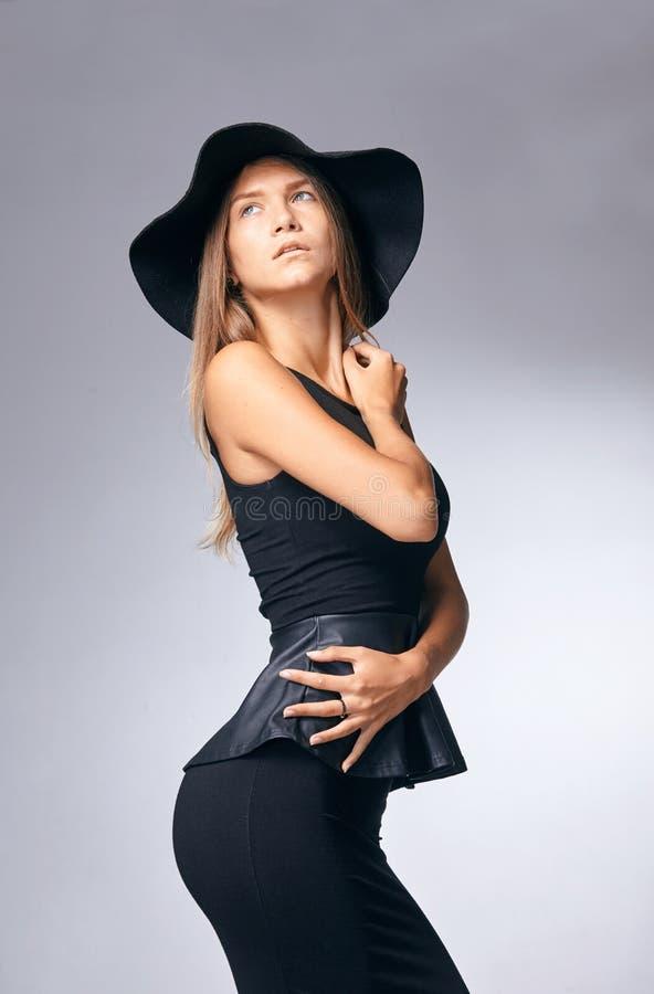 帽子的妇女 减速火箭的时尚 ?? 图库摄影