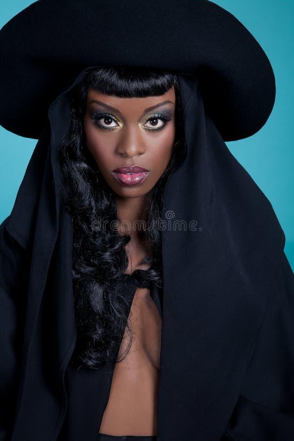 帽子的时髦的女人 免版税库存照片