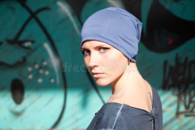 帽子的美丽的女孩 免版税库存照片