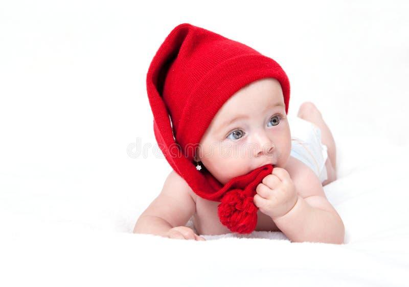 帽子的逗人喜爱的新出生的婴孩 库存照片
