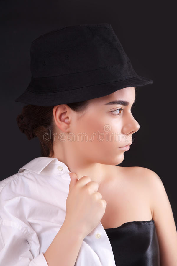 帽子纵向妇女年轻人 库存图片