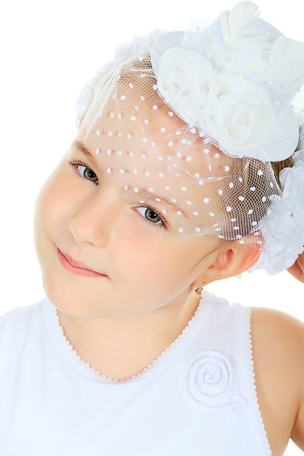 Download 帽子 库存照片. 图片 包括有 愉快, 女孩, 快乐, 布赖恩, 生日, 有吸引力的, 庆祝, 礼服, 头发 - 22355542